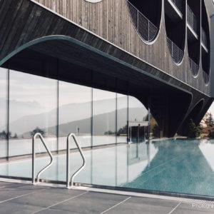 Underwater swimming pool door, Hotel Milla Montis