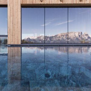 Underwater swimming pool door, Adler Lodge Ritten