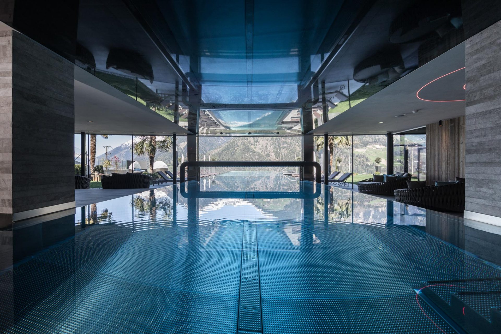... Hotel Sonnenparadies Underwater swimming pool door Hotel Sonnenparadies ... & Underwater doors for swimming pools - Automatic doors - glass and ...