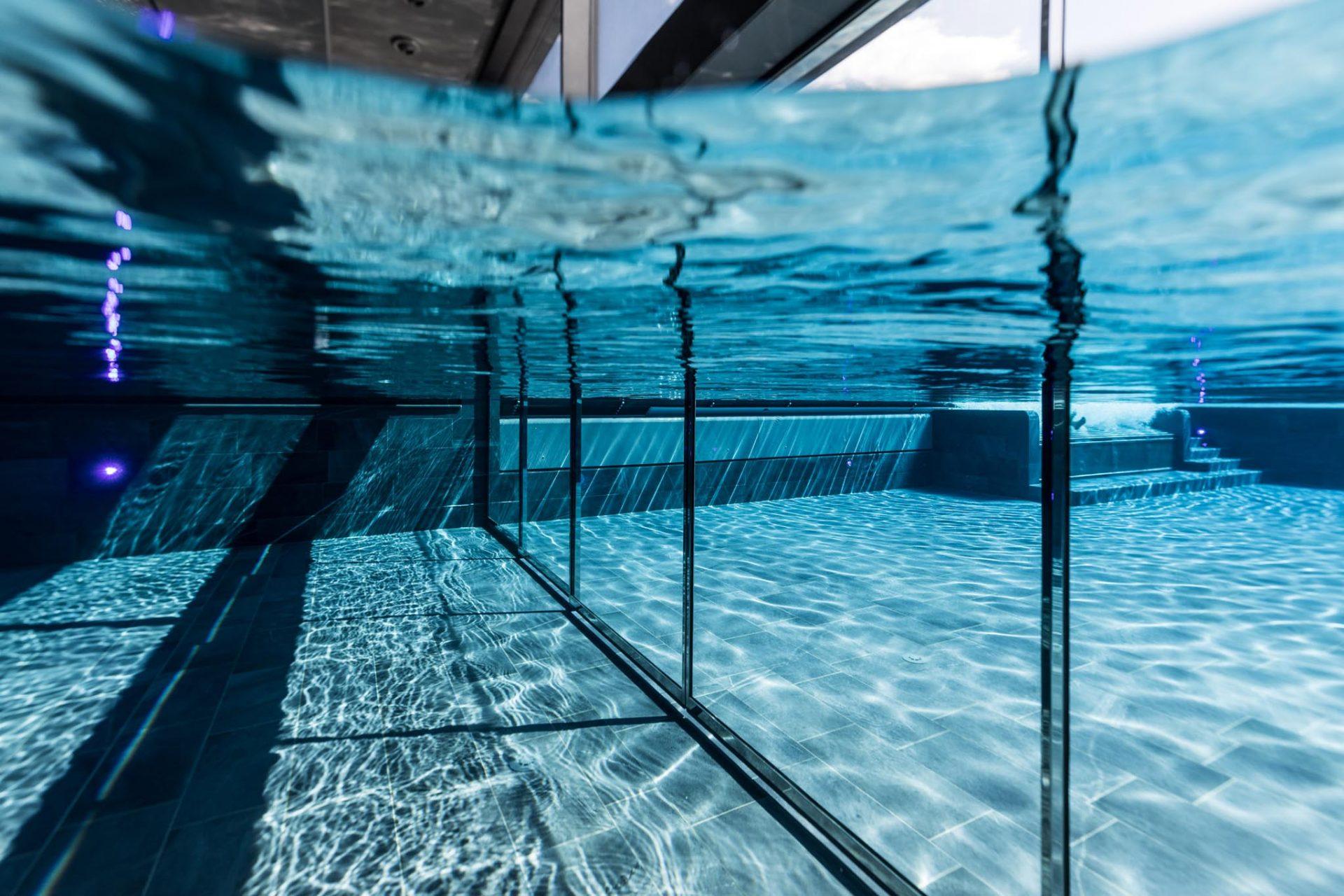 Underwater swimming pool doors - METEK Ltd.