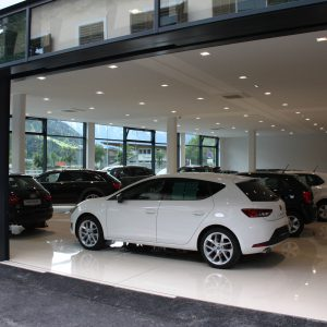 Panoramic sliding windows, Car salon