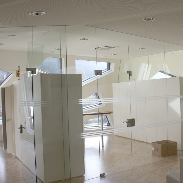 Glass partition, Gemeindezentrum Abfaltersbach