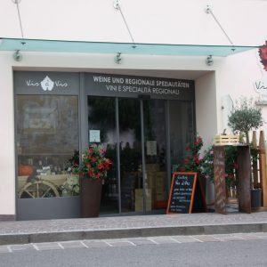 Shop portal, Vis a Vis