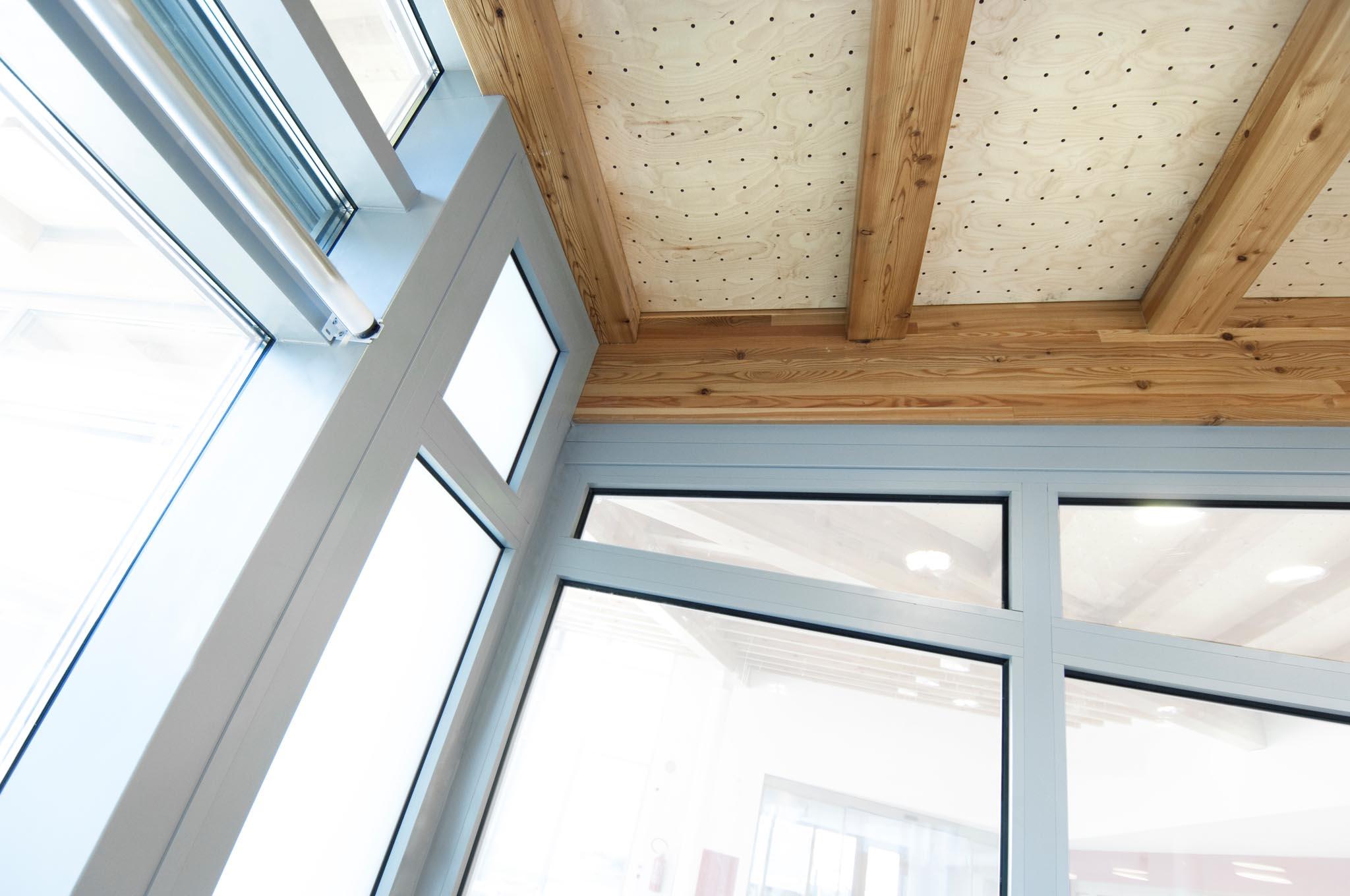 T ren fenster automatische t ren glas und metall - Fenster abdeckleisten aussen ...